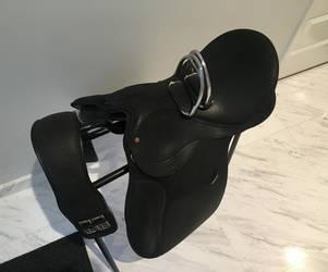 WINTEC 2000 16.5″ AP black saddle  suede seat  excellent condition