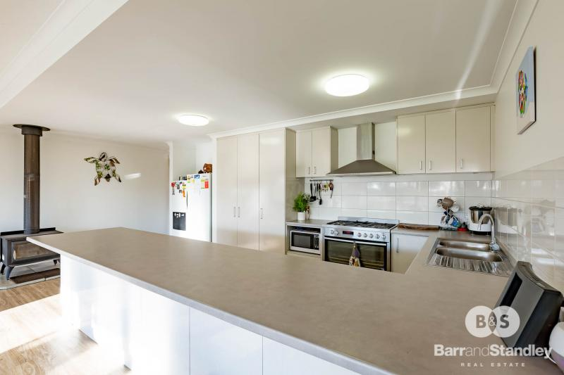 2 mins from Dardanup Equestrian Park