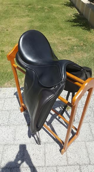 Gorgeous Anky Professional Dressage Saddle 16.5 Inch Black