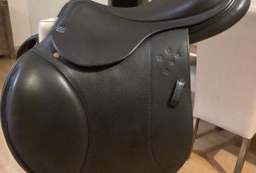 17.5 Black Southern Stars Showjump Saddle
