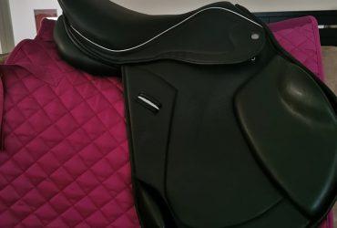 16.5″ Black Leather Jump Saddle